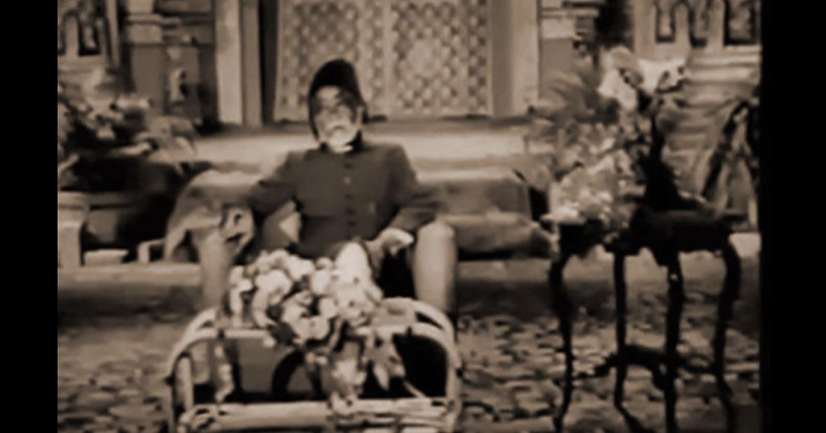 IMAGE OF JIGAR SINGING HIS OWN GHAZAL